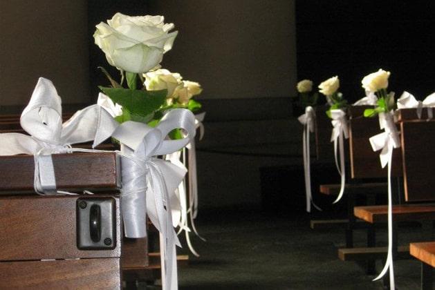 Für die Hochzeit geschückte Kirche von DAMERIUS